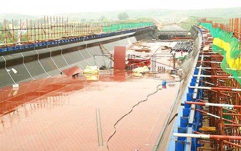 桥梁案例-覆膜建筑红模板